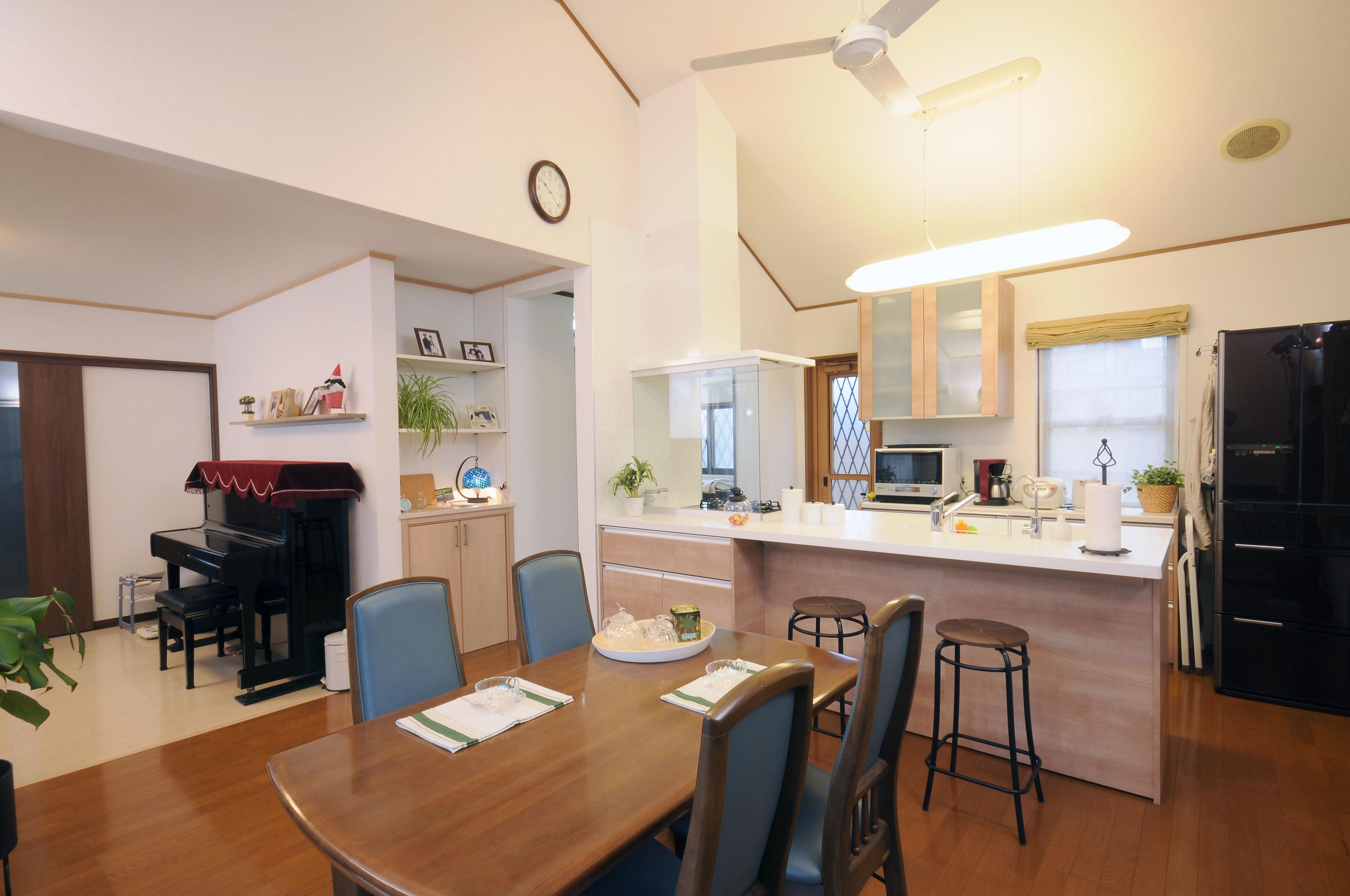 回遊性のある間取りで使い勝手がアップ!家族みんなで楽しく囲めるキッチンに。(M様邸)