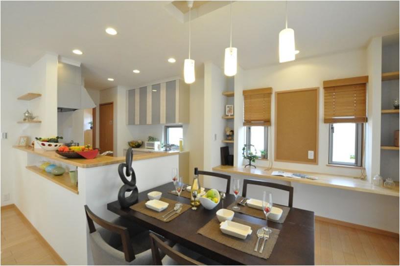 明るい木目調の内装で、あたたかく、柔らかな家族の空間を演出(宇都宮市A様邸)
