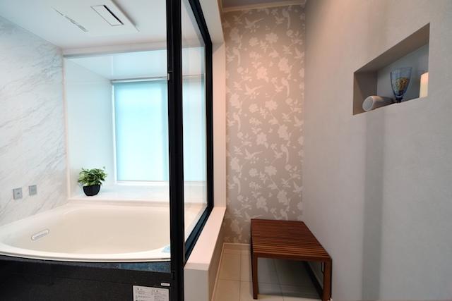 デザイン重視の浴室リフォーム:浴室
