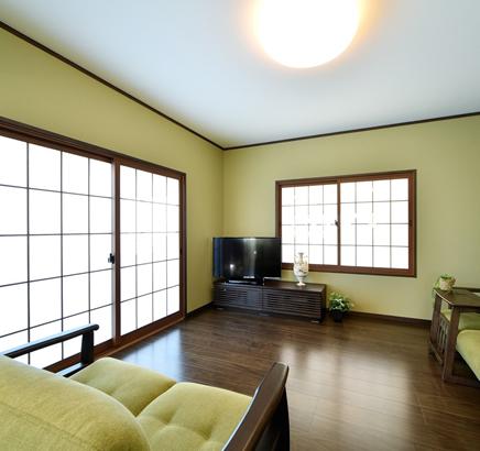 栃木県宇都宮市 - グリーンのインテリアが癒しを醸し出す、アイランドカウンターのあるLDK